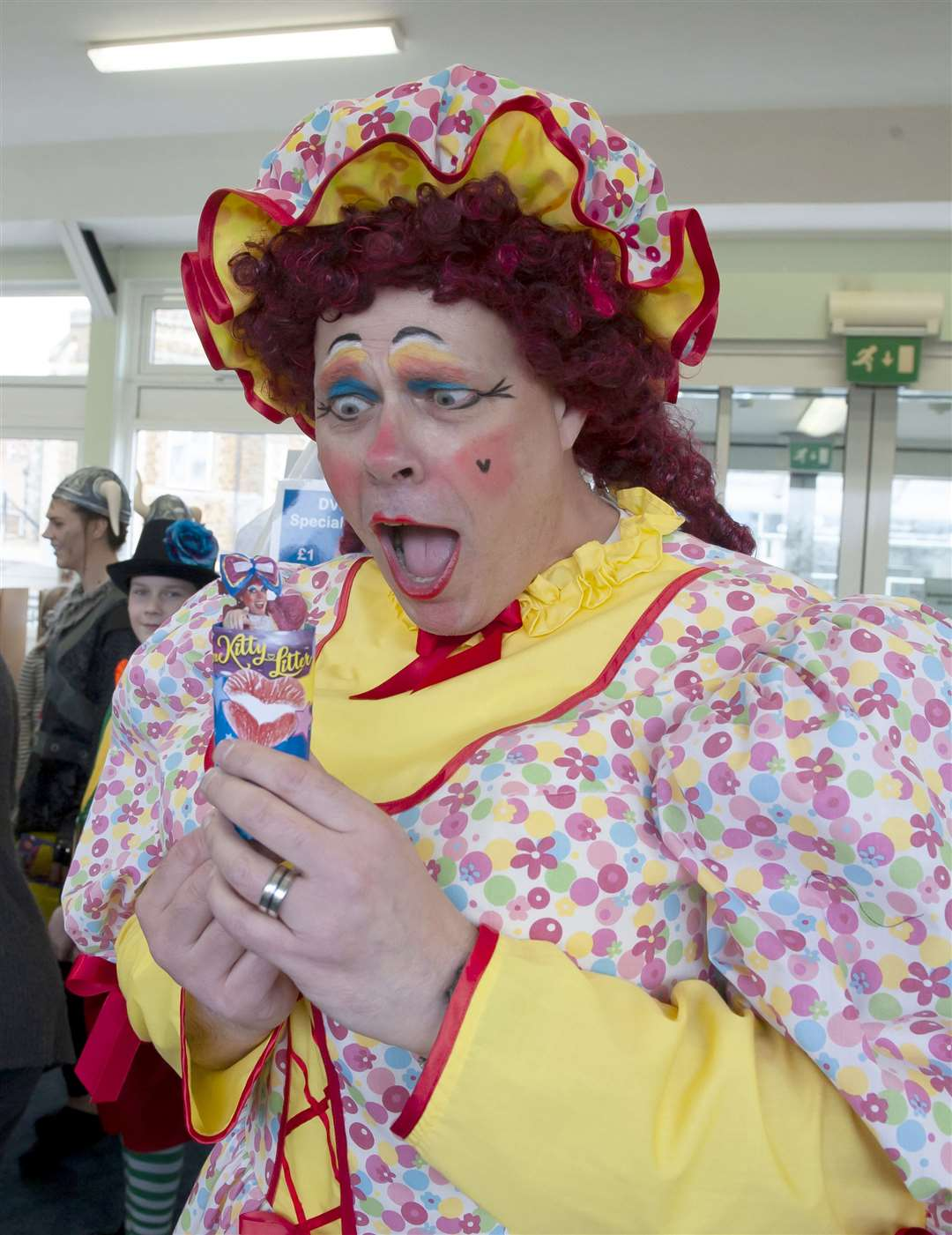 Dame Kitty Litter and cast visit Hunstanton Library. Pictured Dame Kitty Litter. at (Hunstanton Library) for a craft afternoon with members of the cast of their upcoming Easter Pantomime.. (31574791)