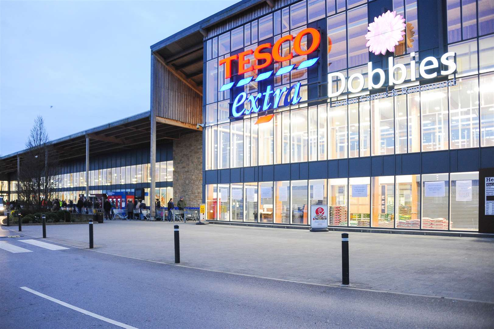 The queue outside Tesco on the Hardwick Industrial Estate, shortly before the store opened on Friday morning at 6 am.. (44469133)