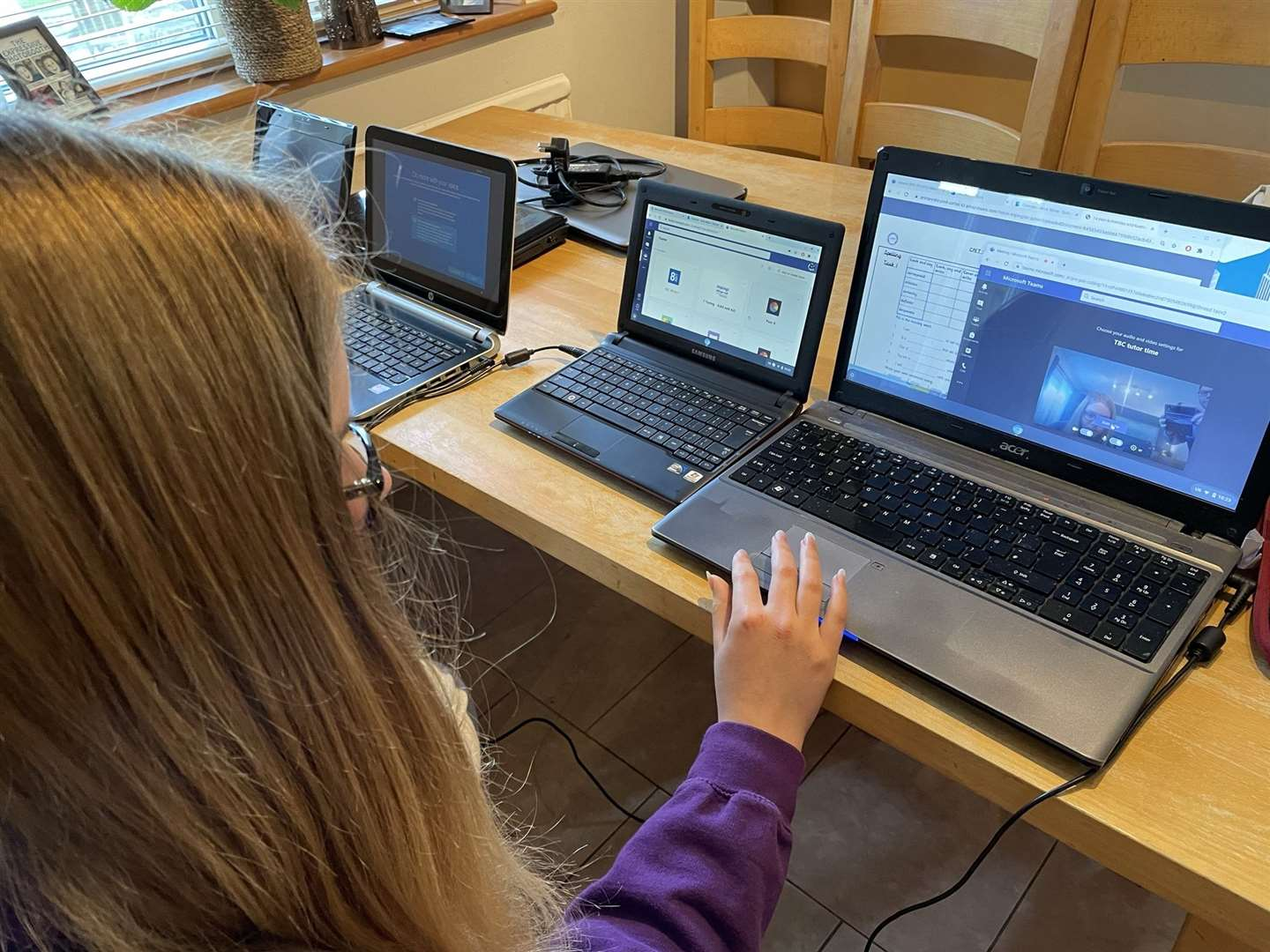 A campaign has been launched to ensure that children get the right digital equipment for homeschooling. (44082170)