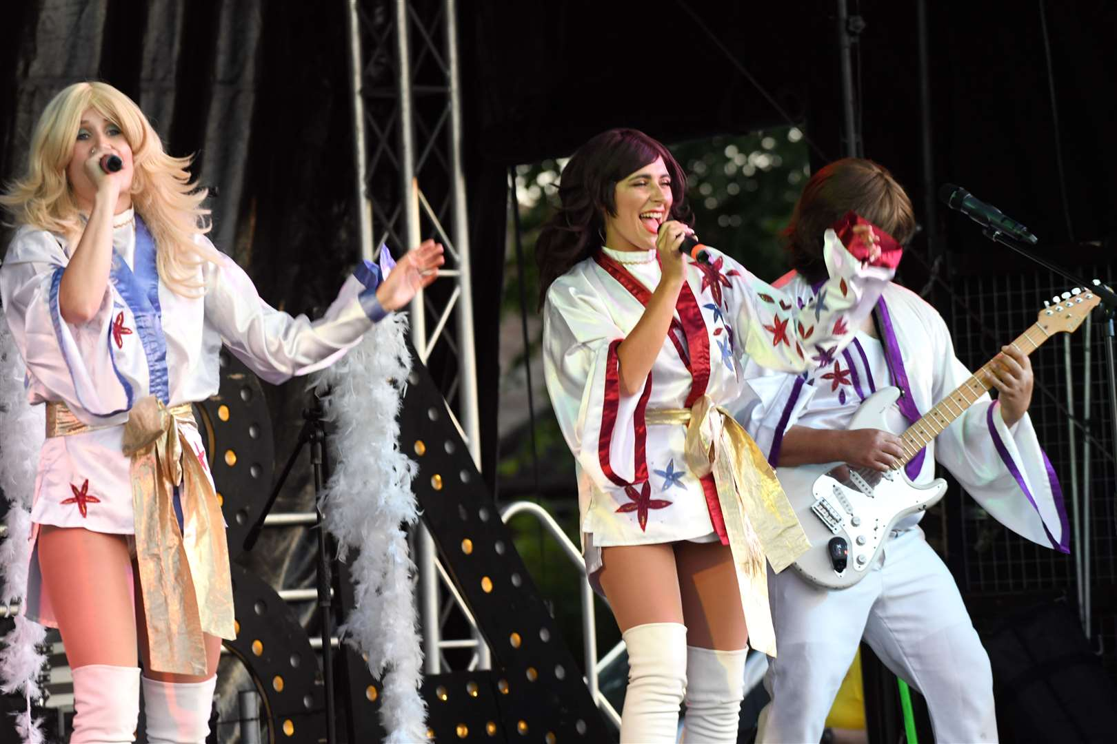 Fun in the Park at The Walks..Planet Abba... MLNF-21AF08600