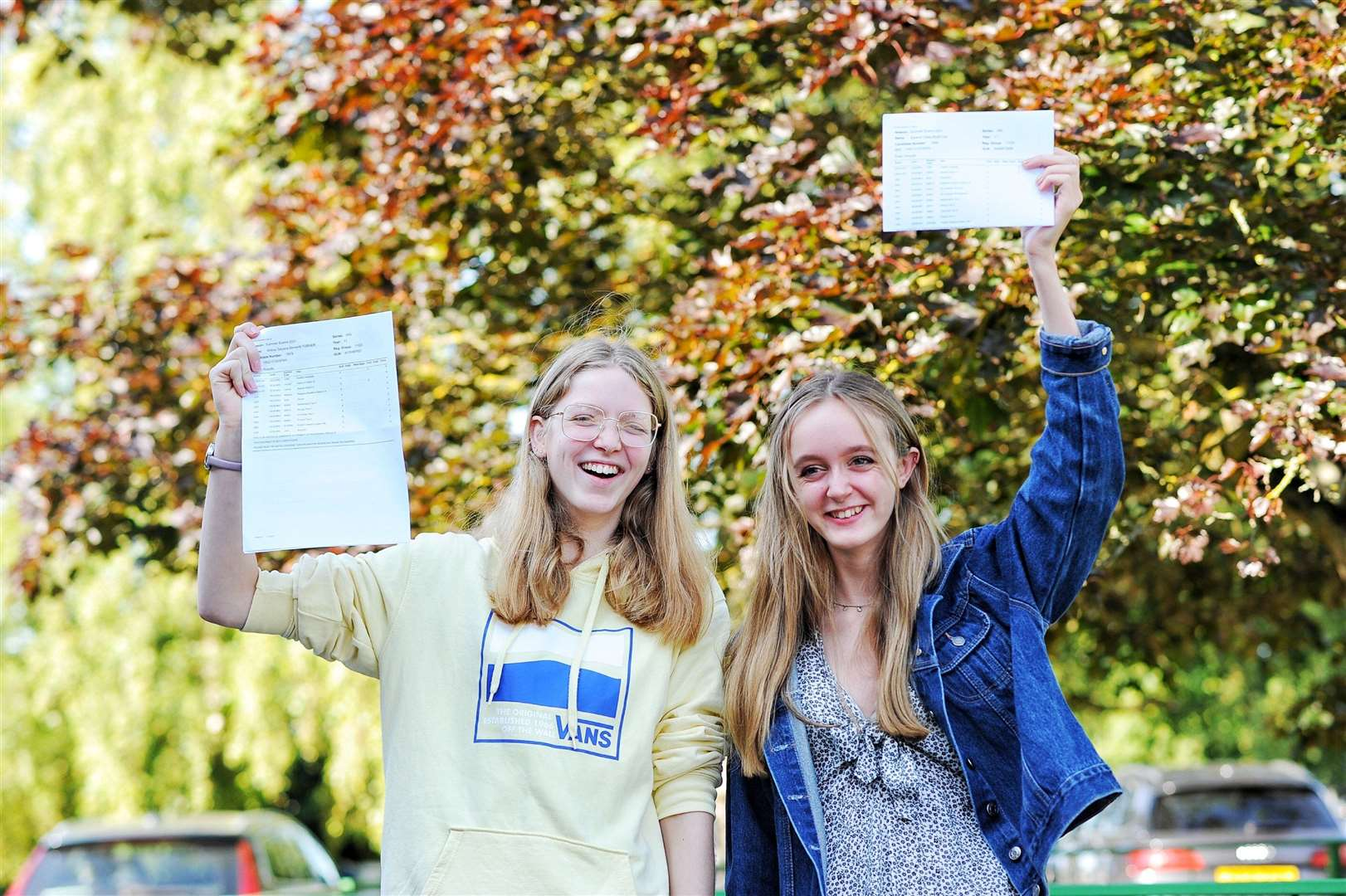 Springwood High School students celebrating their results. Picture: Ian Burt. (50158902)