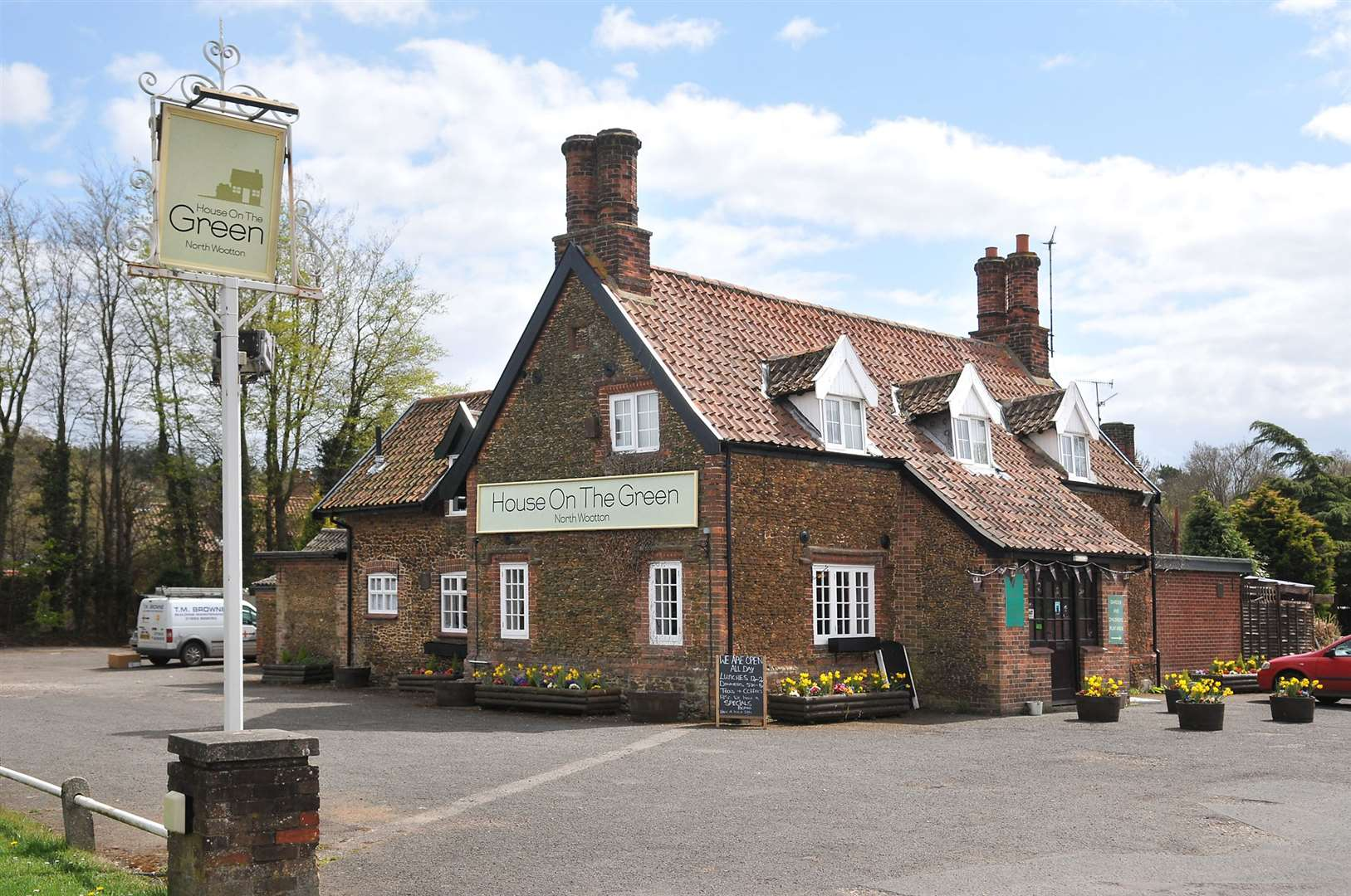 House On The Green pub in North Wootton