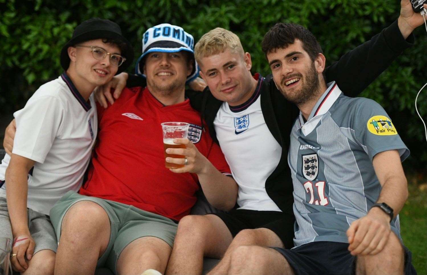 England fans gather at the Swan, South Wootton (49088057)