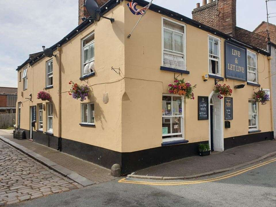 Live and Let Live pub in Windsor Road, King's Lynn (43323969)