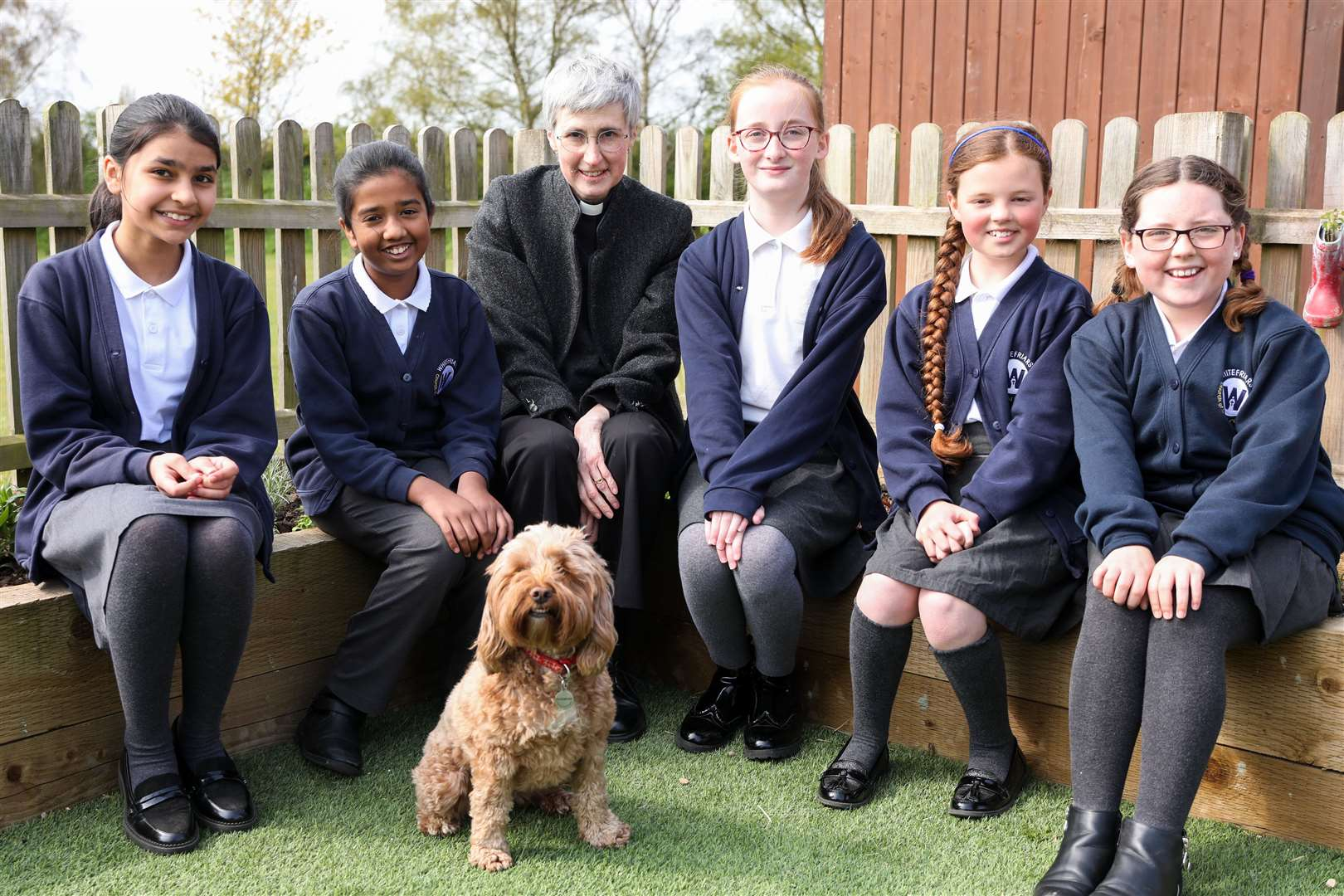 Dr Jane Steen with Whitefriars pupils and Poppy, the school dog (46680196)