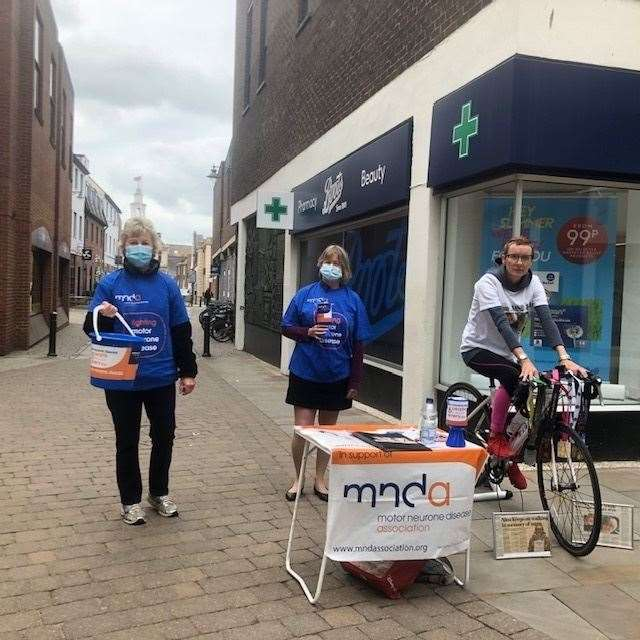 King's Lynn Motor Neurone Disease Association group chairman Jane Lewis, Alison Richardson and Nina Hicks at the collection in Lynn town centre (48478623)