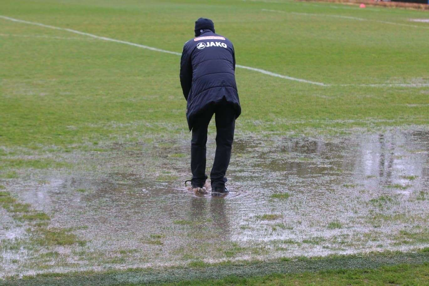 Groundsman Steve Curtis hard at work before the late postponement. Picture: Tim Smith. (46961455)