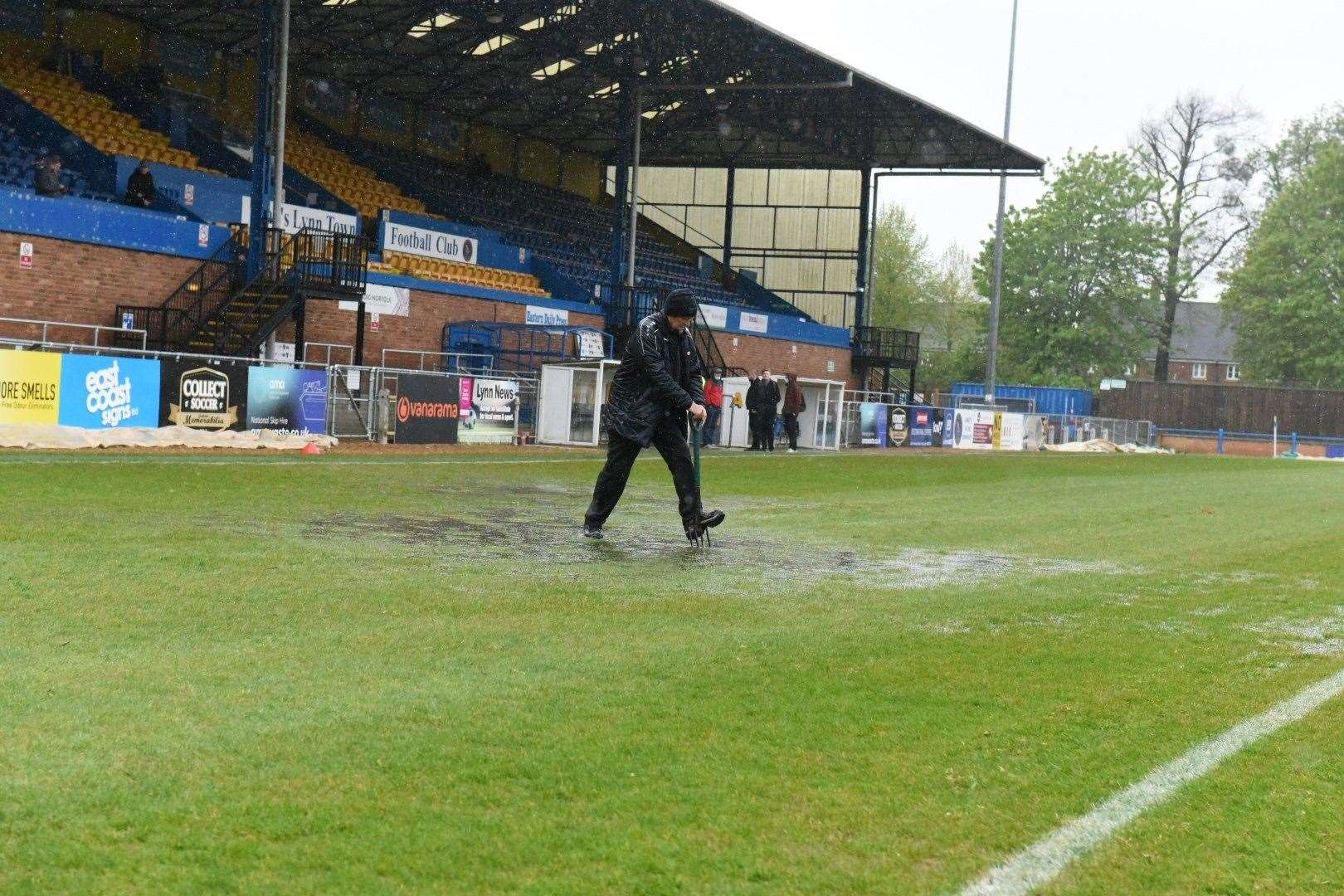 Groundsman Steve Curtis hard at work before the late postponement. Picture: Tim Smith. (46961451)