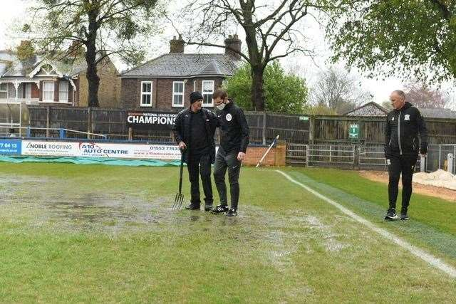 Groundsman Steve Curtis hard at work before the late postponement. Picture: Tim Smith. (46961476)