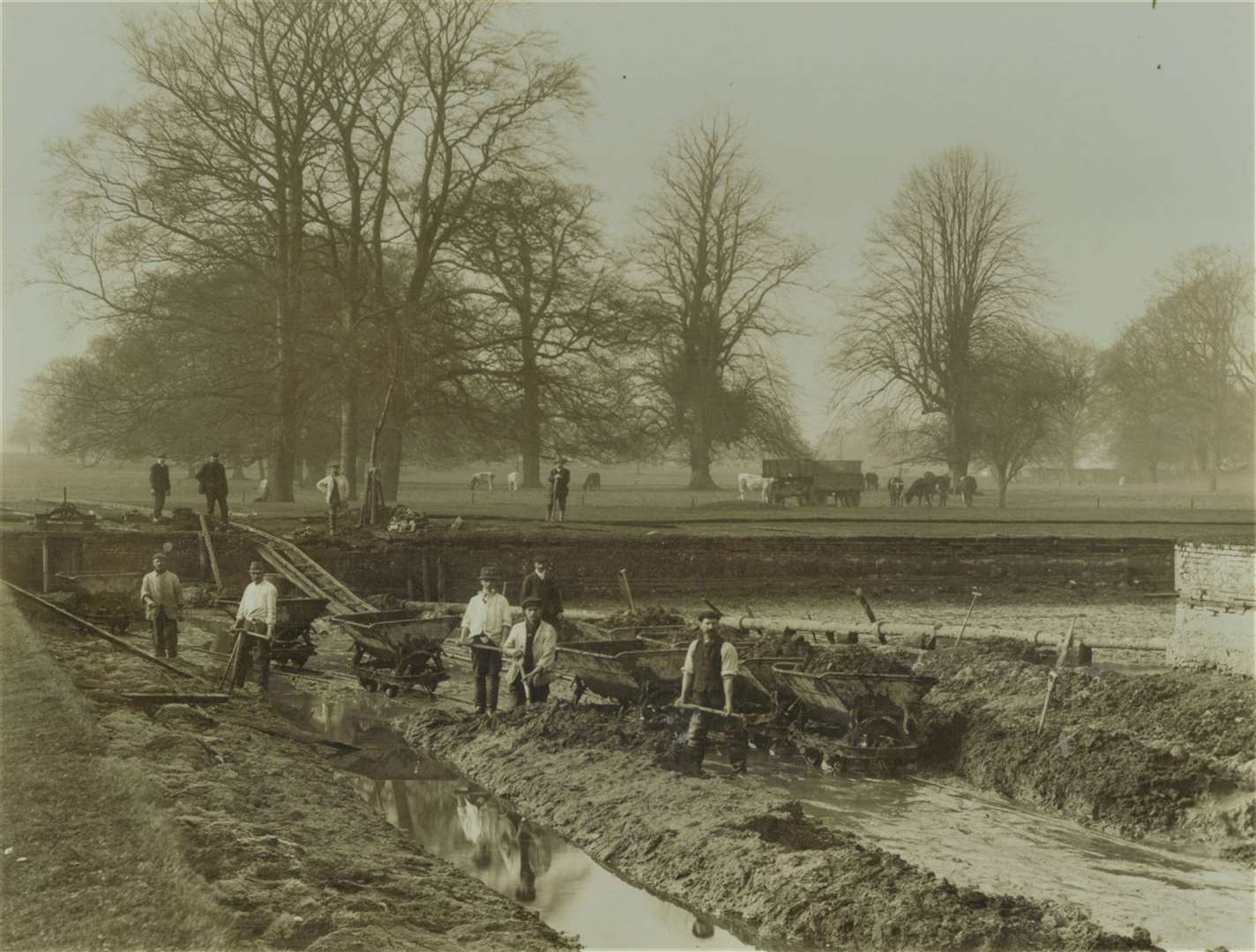 Moat work east between 1900 and 1910. (46914671)
