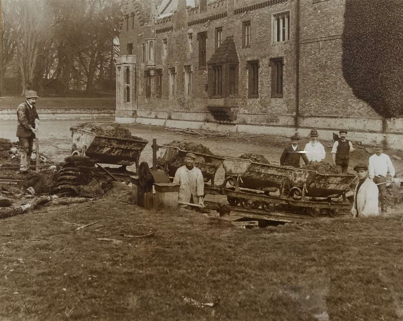 Moat work west between 1900 and 1910. (46914673)