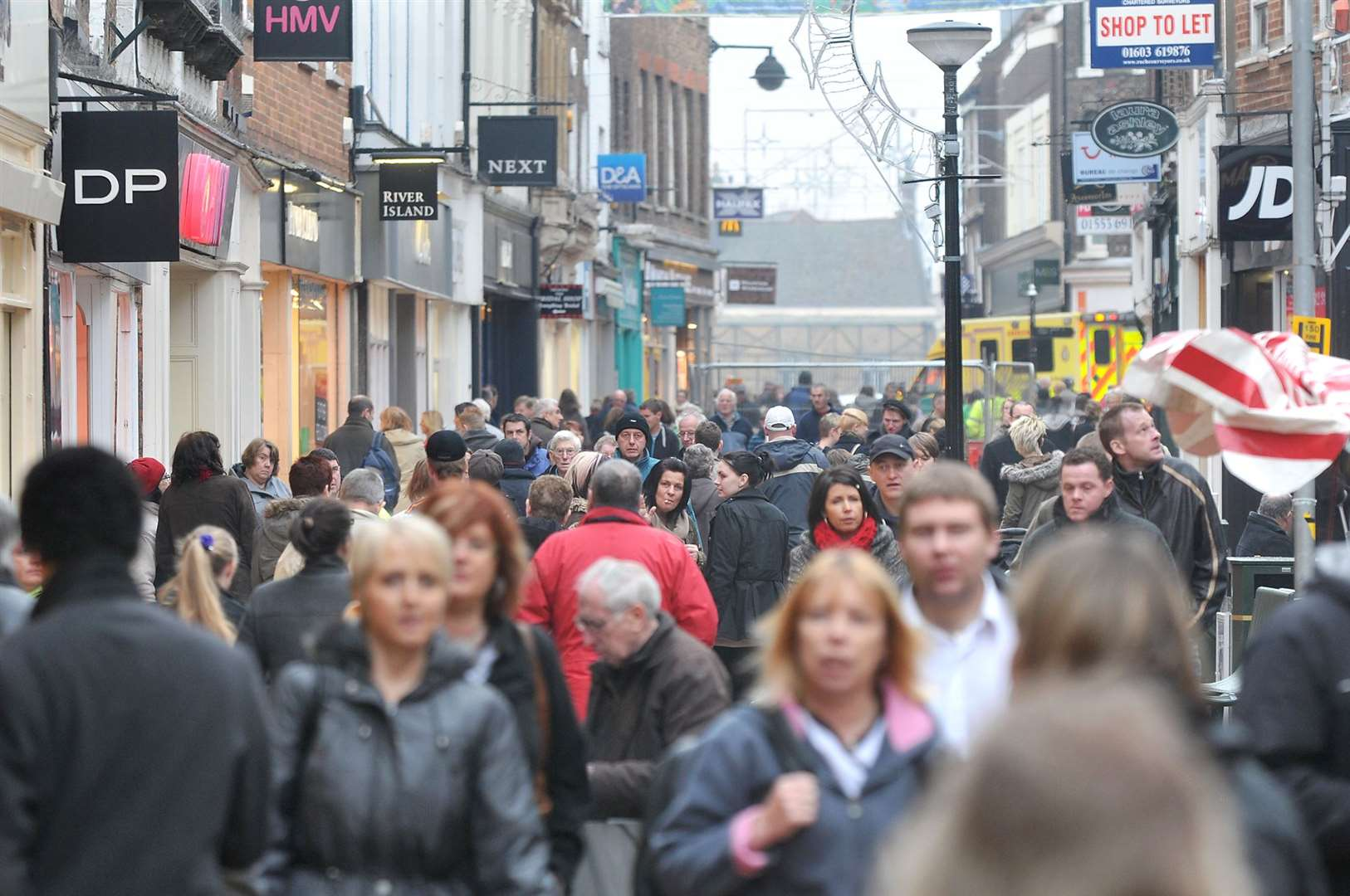 What should be done to bring the crowds back to Lynn's town centre?