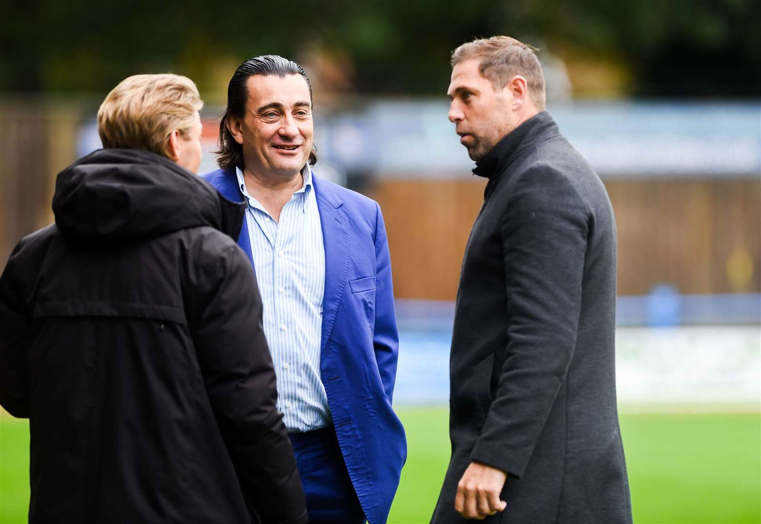 Grant Holt speaking to Lynn owner Stephen Cleeve and Jeff Brazier. Picture: Ian Burt. (42536437)