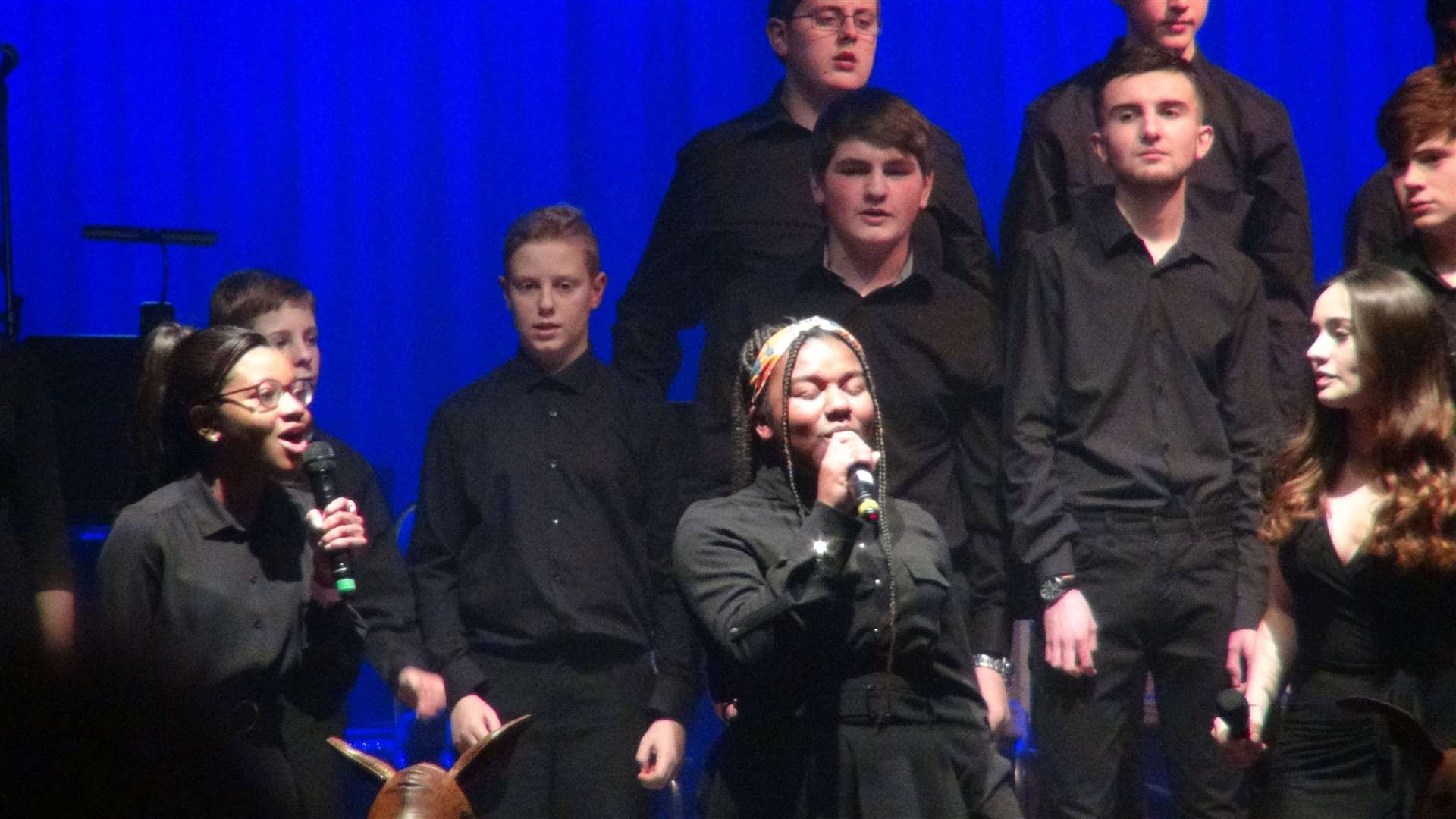 Singers at Springwood High School's Mallacoota Mash event in February which raised money for an Australian school affected by severe bush fires (43324341)